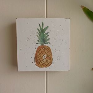 Pineapple print on canvas wall deco